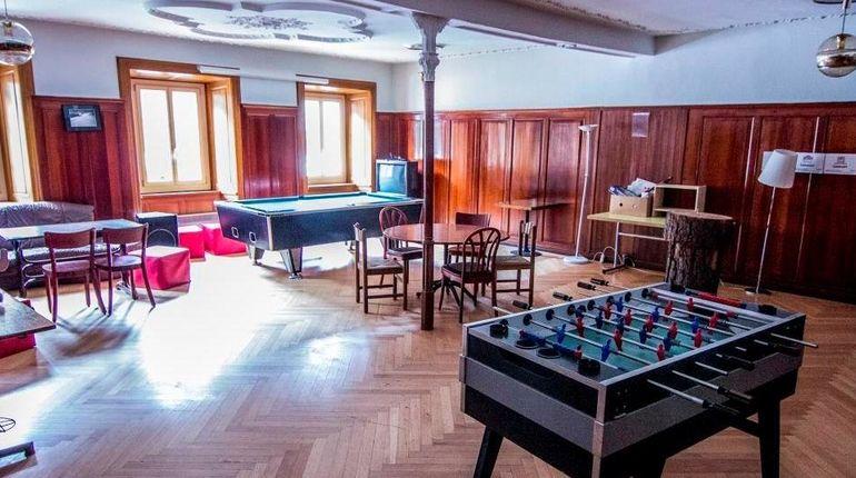 csm_davos-unterkunft-spinabad-lounge_35cdde1fda
